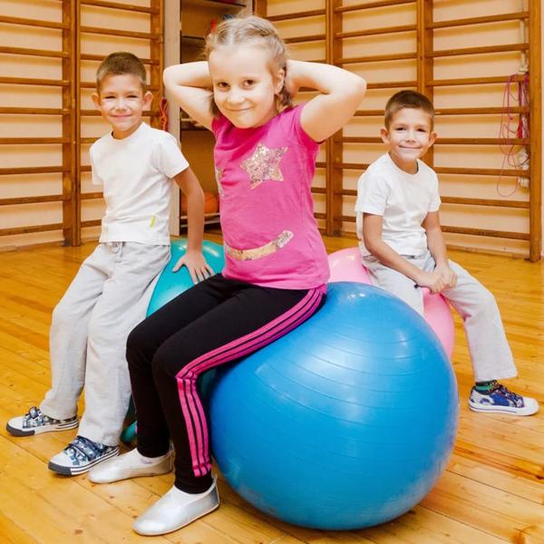 Упражнения от сколиоза: с фитболом в домашних 81